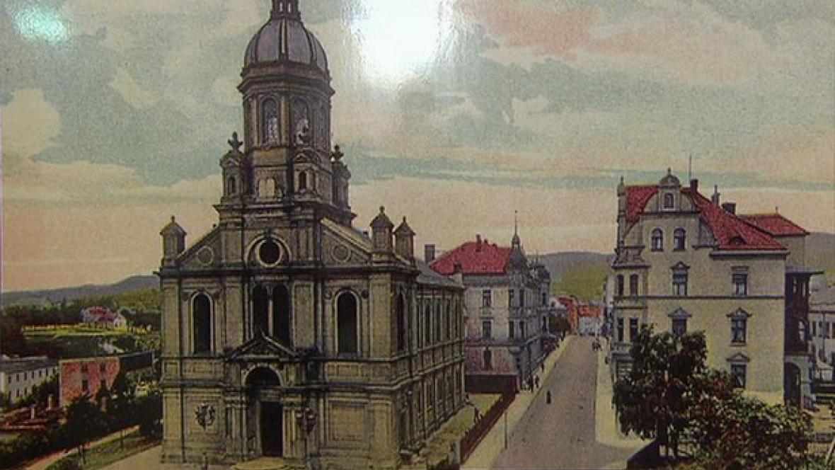 Z výstavy Zničené židovské památky severních Čech 1938–1989