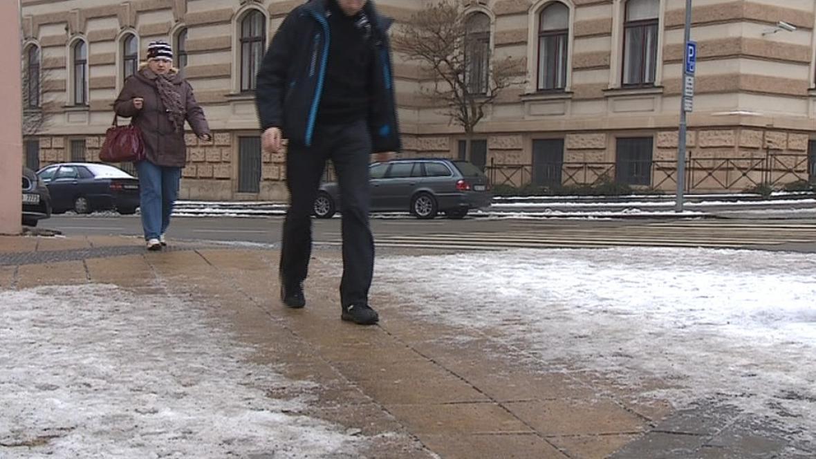 Meteorologové varují před ledovkou