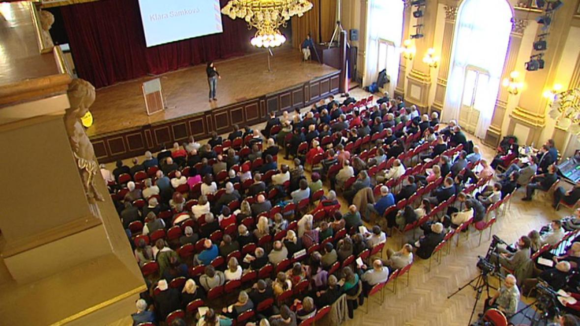 V Národním domě na Vinohradech se sešli odpůrci vlády