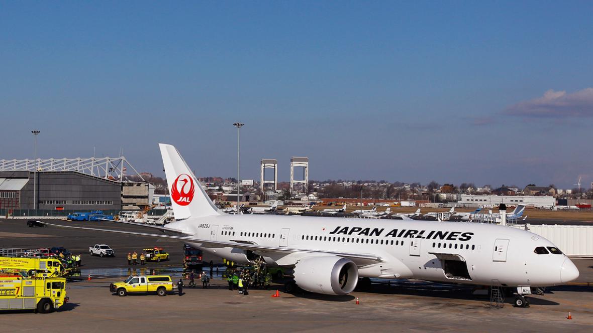 Dreamliner japonských aerolinek na letišti v Bostonu