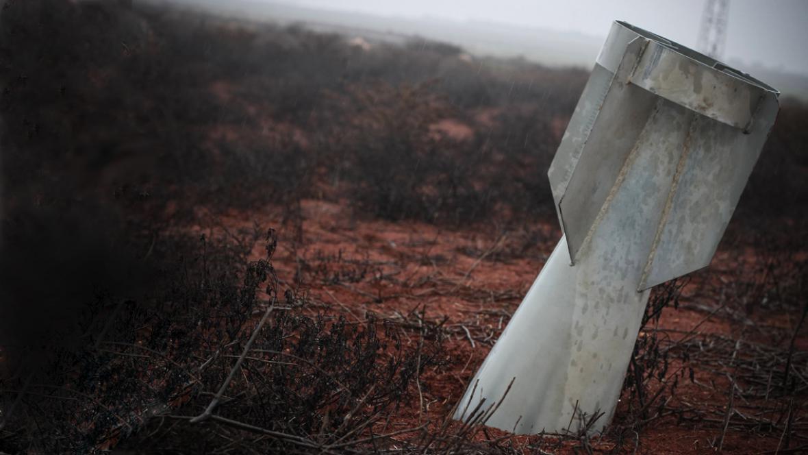 Nevybuchlá raketa skončila v syrské půdě