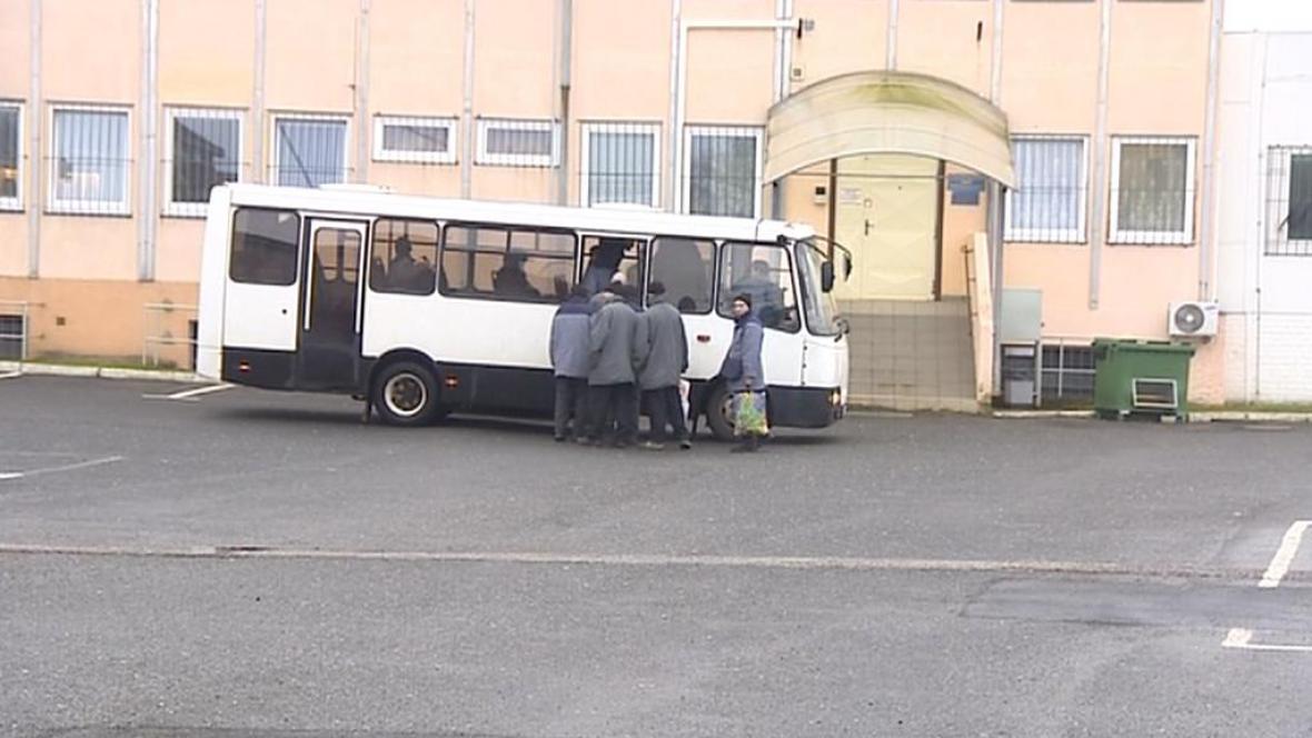 Vězni jedou do práce