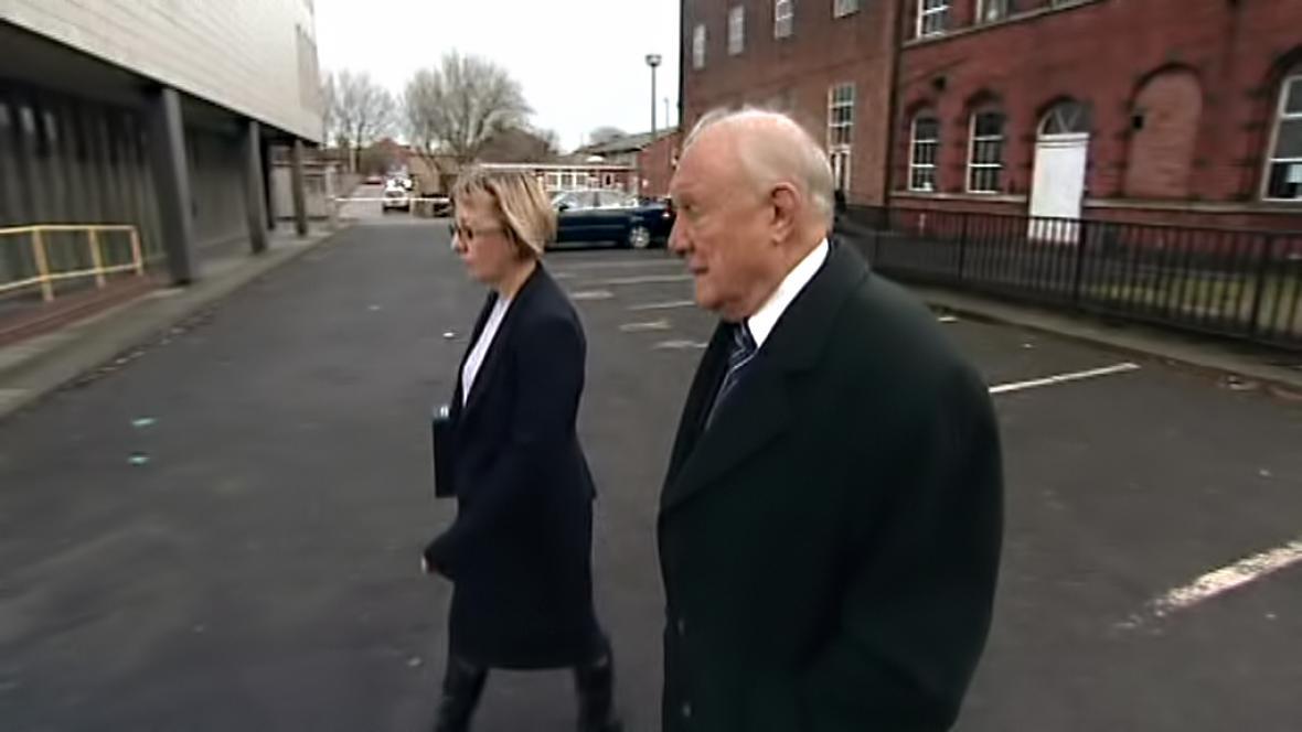 Stuart Hall na cestě k soudu
