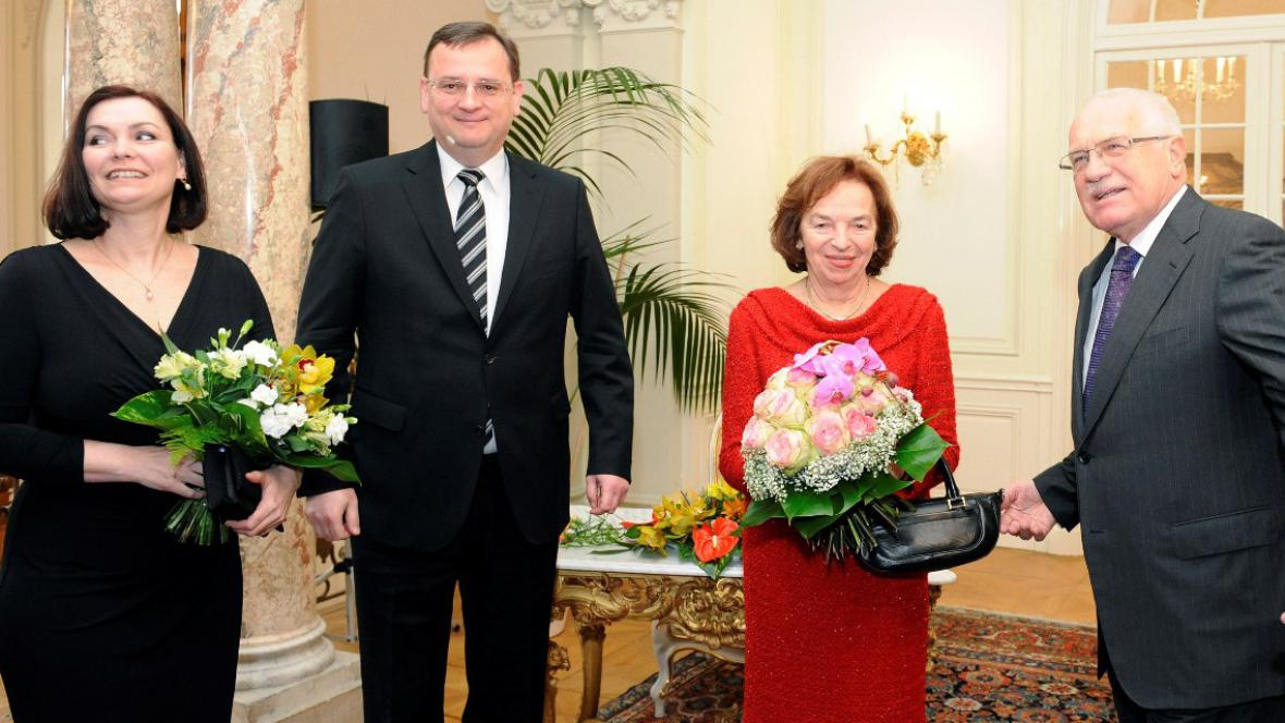 Petr Nečas s manželkou Radkou a Václav Klaus s manželkou Livií