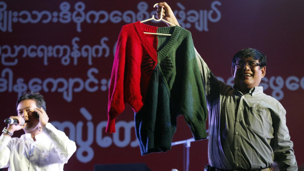Svetr od Su Ťij se vydražil skoro za milion