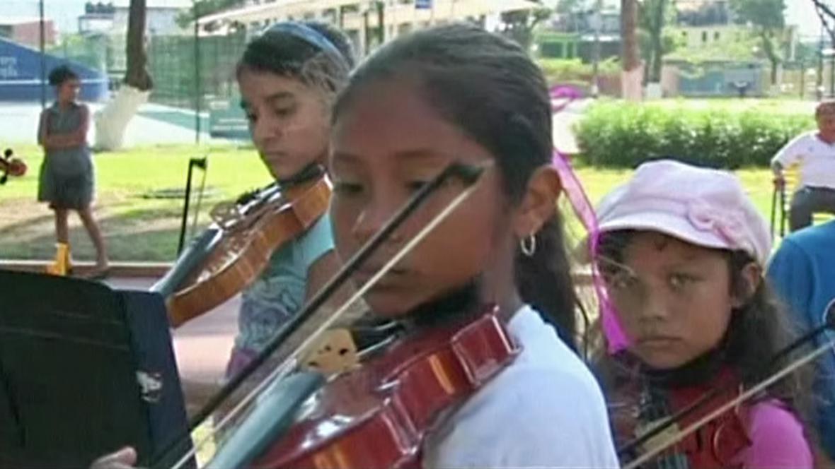Hudební terapie pro mexické děti