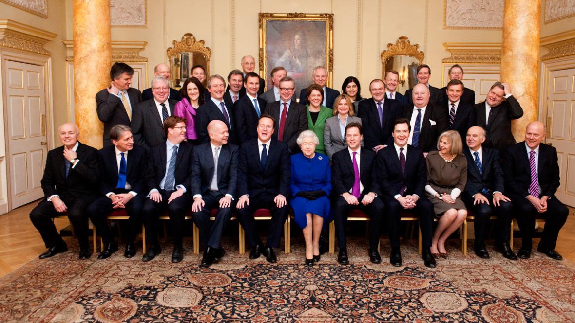Alžběta II. navštívila jednání vlády
