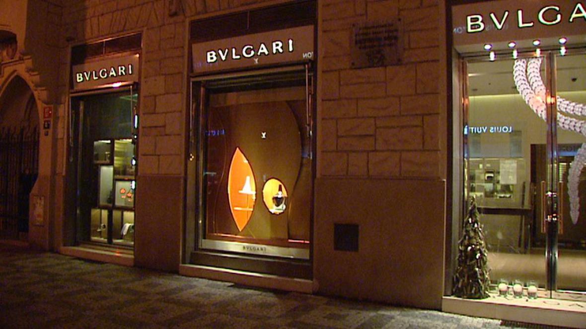 Vyloupený obchod v Pařížské ulici v Praze