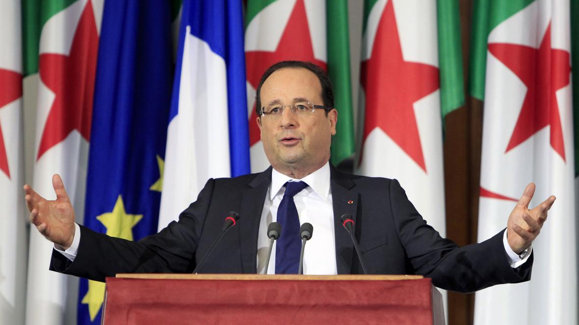 Francois Hollande v Alžírsku