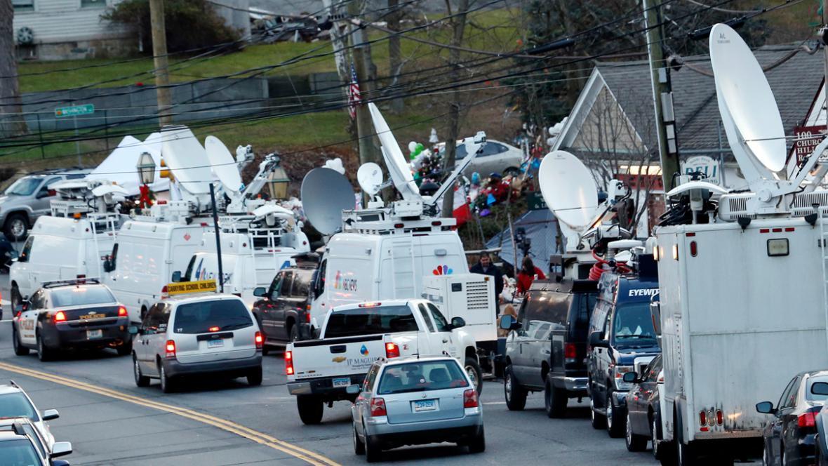 Newtown v obležení médií