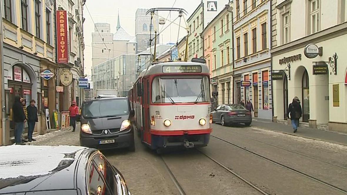 Olomouc řeší špatně zaparkovaná auta
