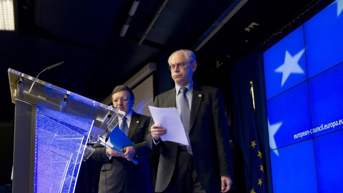 Herman Van Rompuy a José Manuel Barroso na tiskové konferenci po jednání