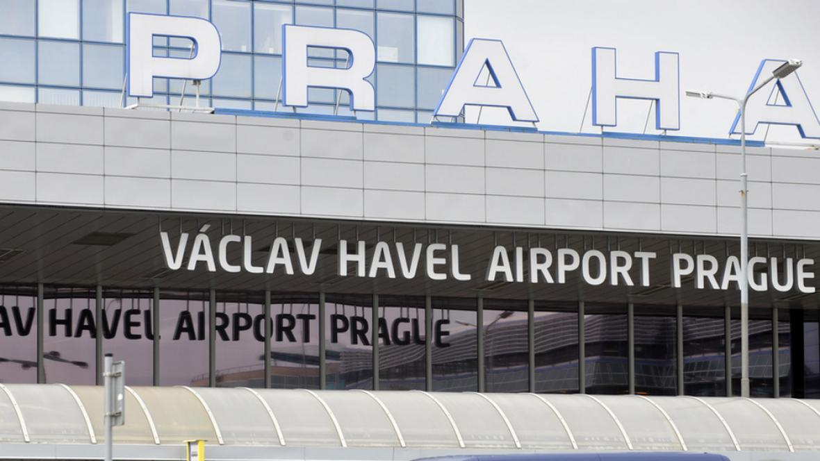 Nový nápis u terminálu letiště