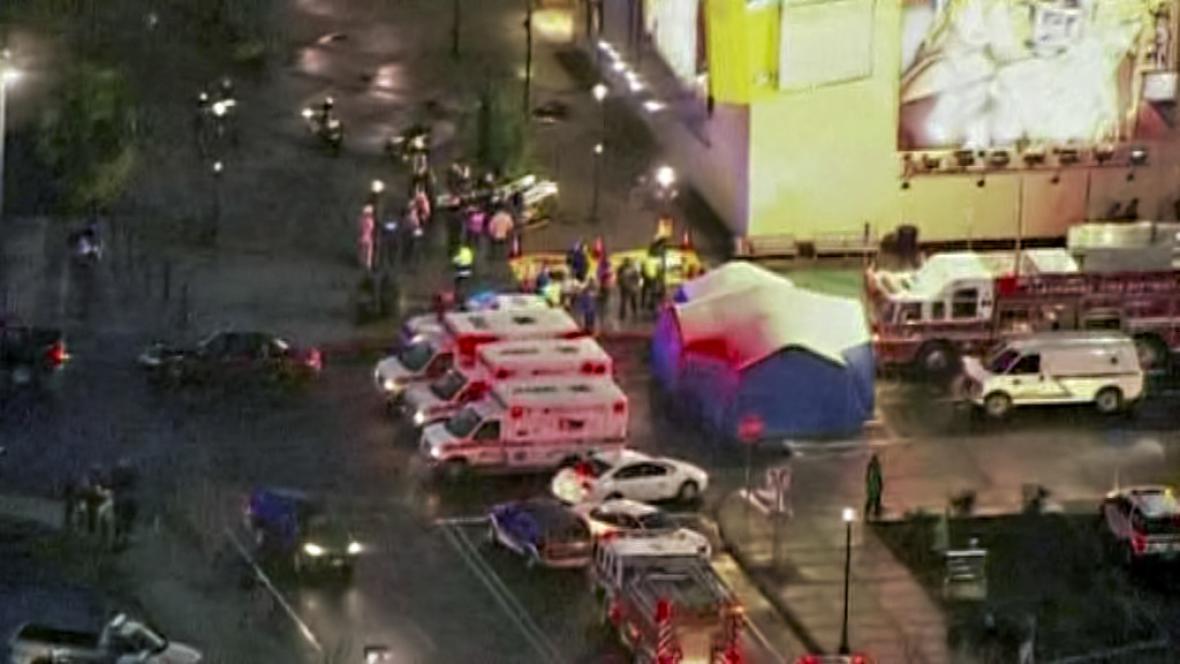 Záchranáři zasahují v Clackamas Town Center
