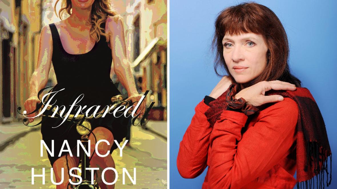 Nancy Hustonová (vpravo) a obálka její knihy Infrared