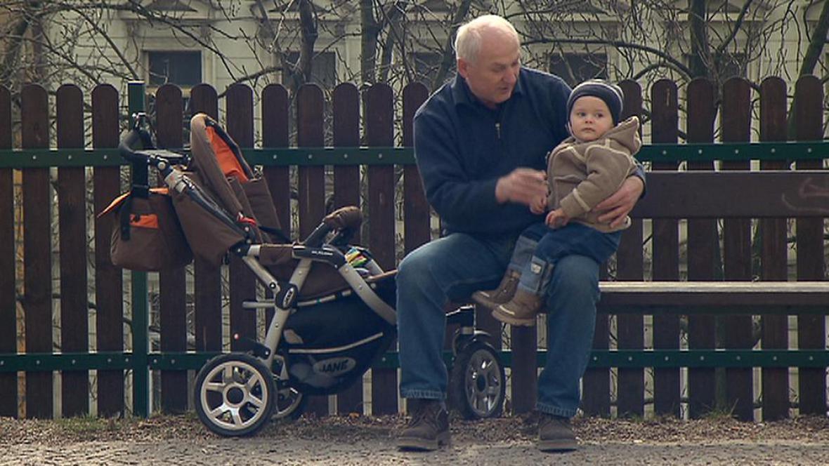 Důchodce s vnukem