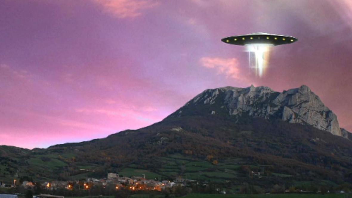 Věřící zachrání UFO ukryté v hoře