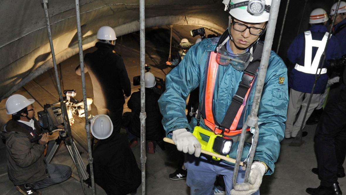 Inspekce silničního tunelu v Japonsku
