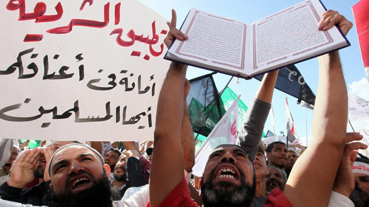 Muslimové v Egyptě protestují za zachování práva šaría