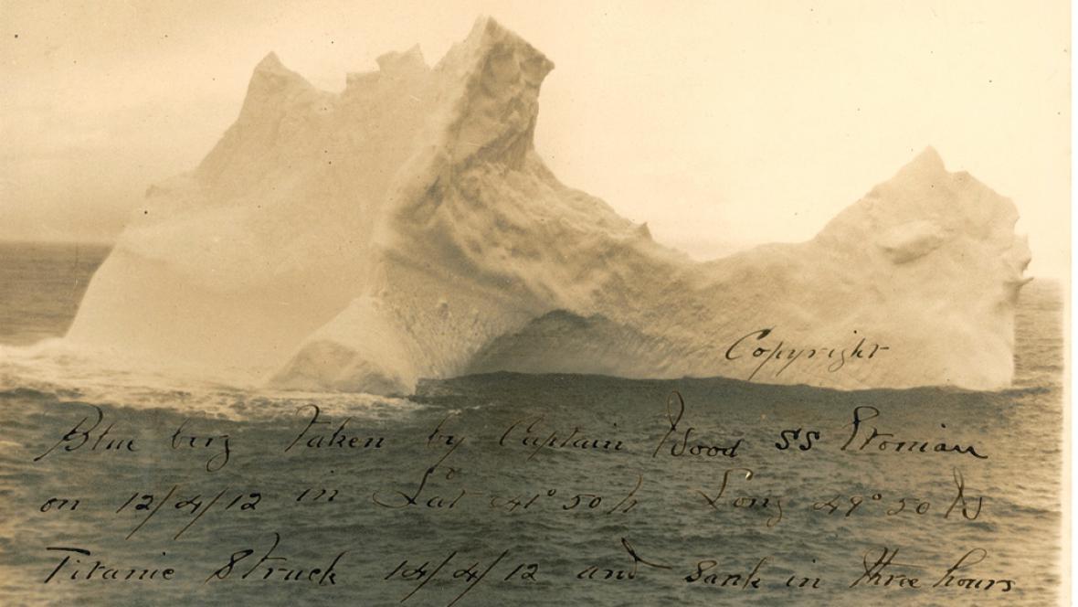 Fotografie ledovce, který potopil Titanic