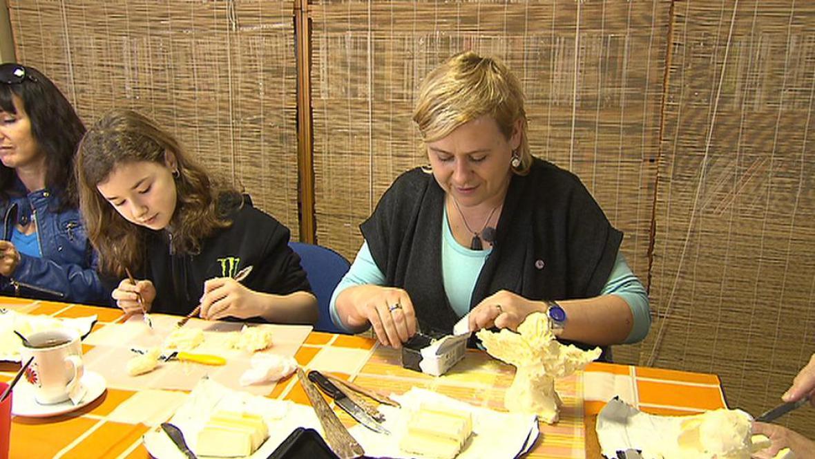 Výroba betlému z másla