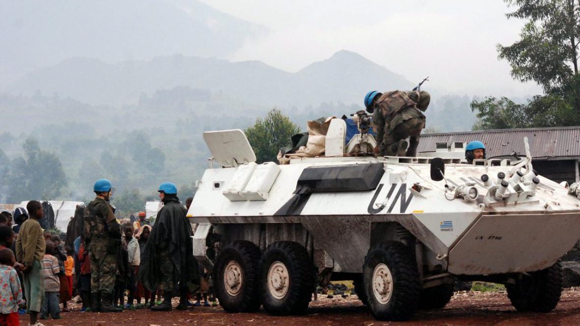 Jednotky OSN pomáhají uprchlíkům zasaženým boji mezi vládou a povstaleckou skupinou M23