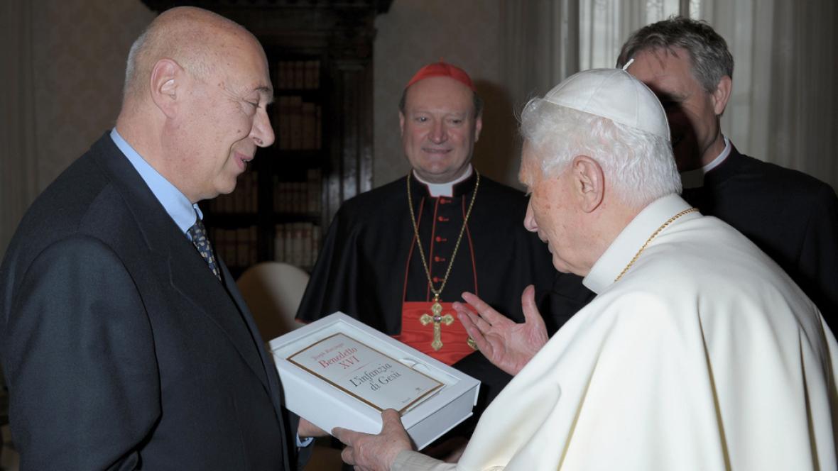 Papež představil poslední díl své trilogie o Ježíšovi