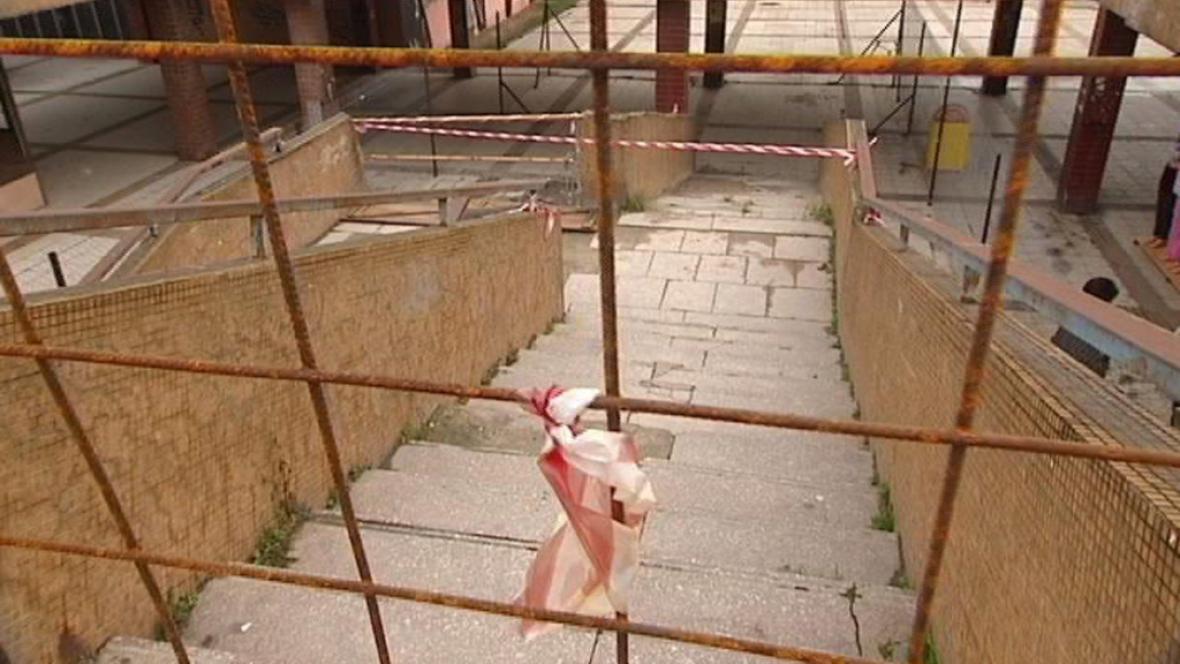 Zatarasený přístup po schodišti