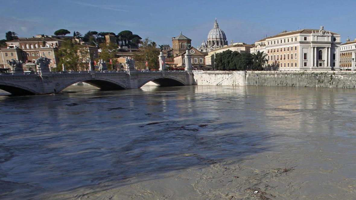 Rozvodněná Tibera v Římě