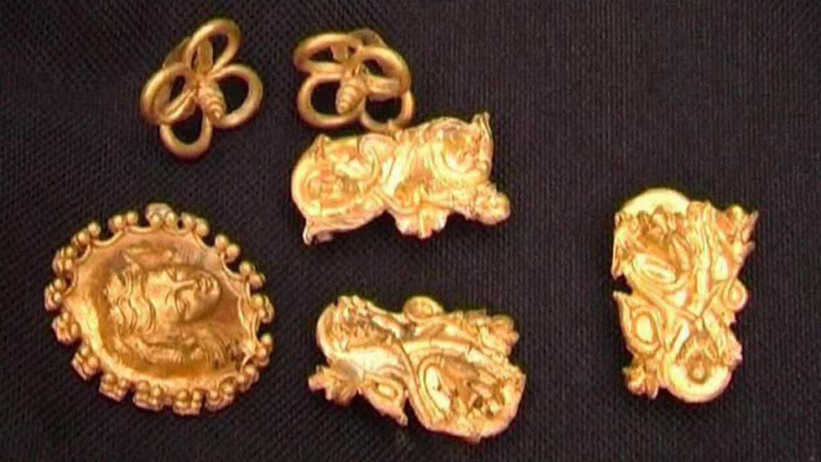Zlatý poklad z thráckého hrobu na severu Bulharska
