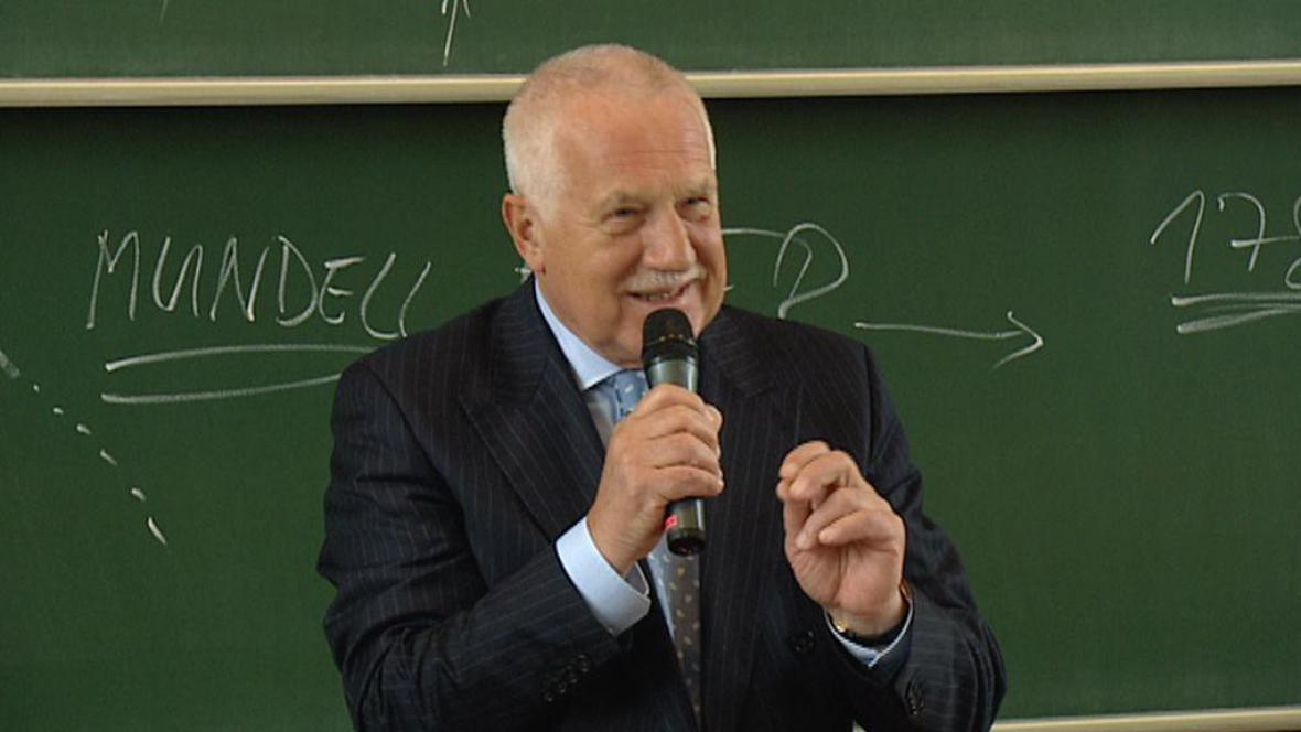 Václav Klaus při besedě na VŠCHT
