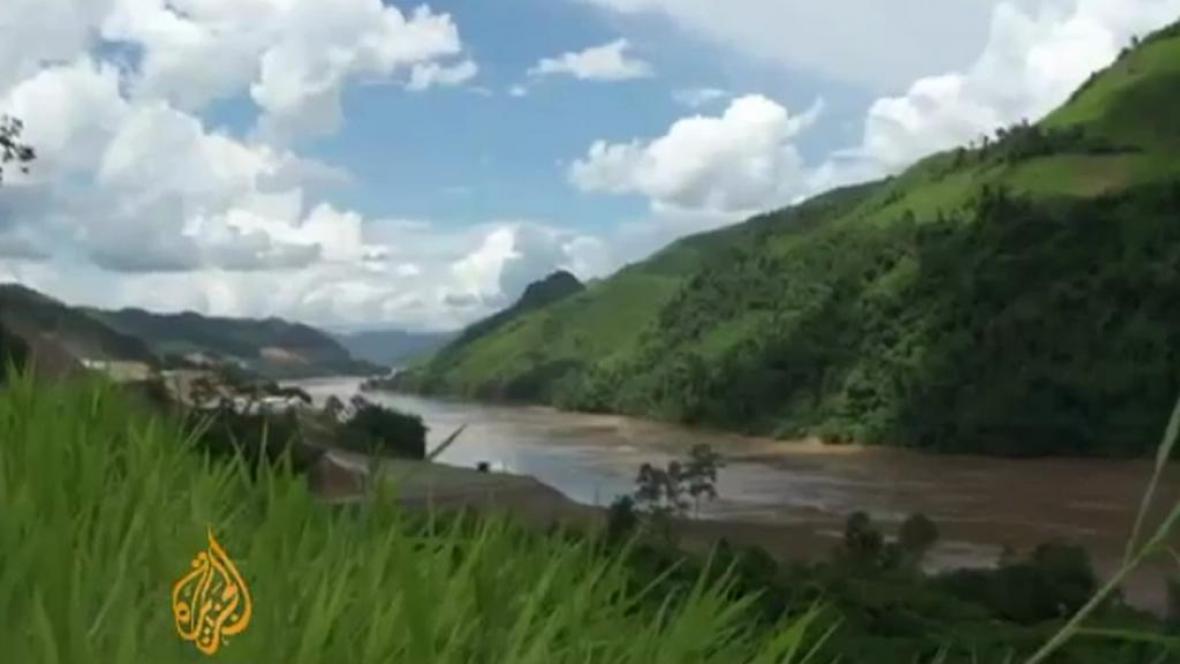 Laos staví na Mekongu obří elektrárnu