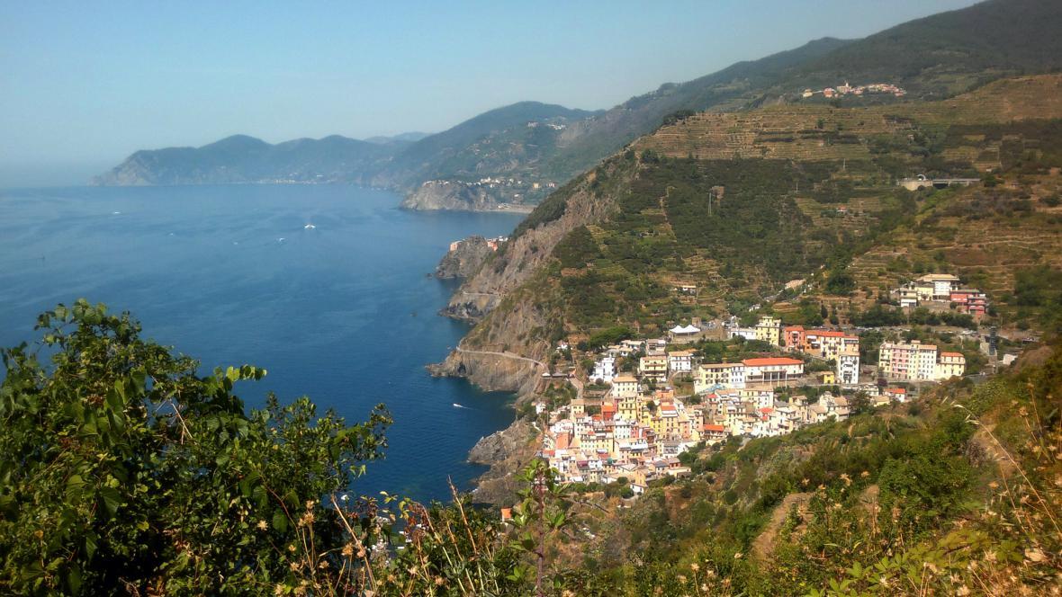Riomaggiore jako perla na skalnatém pobřeží
