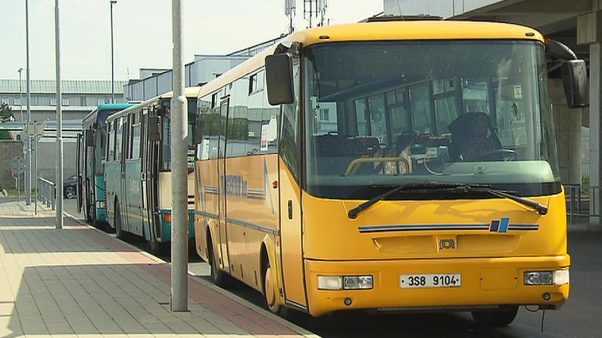 Autobus MHD ve stanici