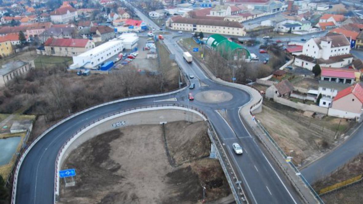 Mělník - okružní křižovatka u mostu přes Labe