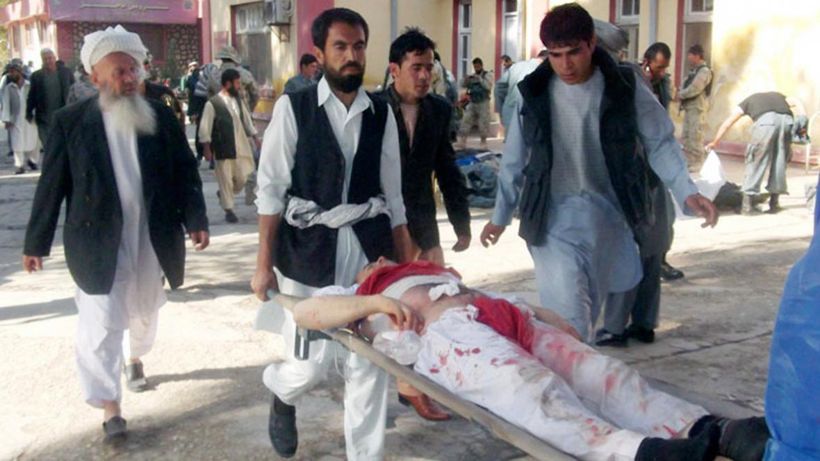 Následky atentátu v afghánském Majmaní