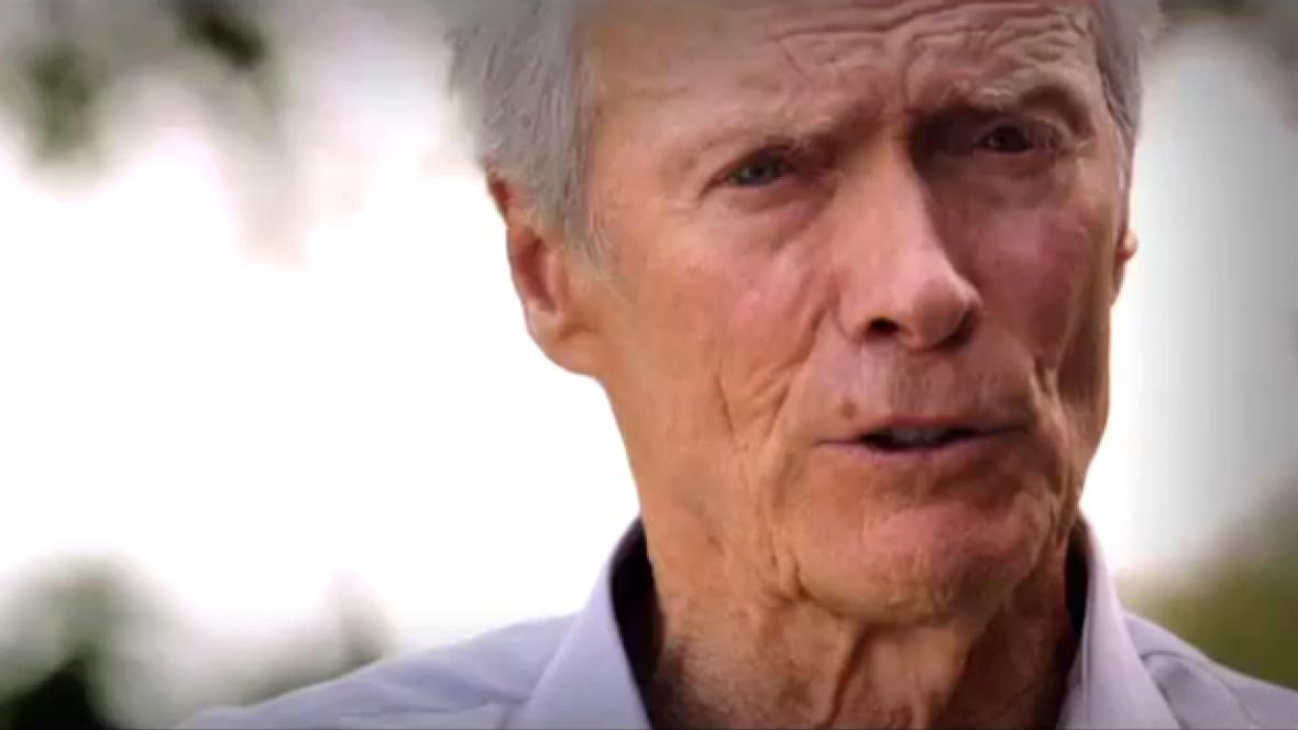 Clint Eastwood podporuje Mitta Romneyho