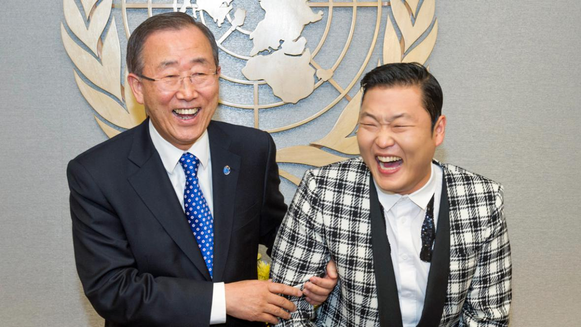 Pan Ki-mun a PSY se sešli v OSN