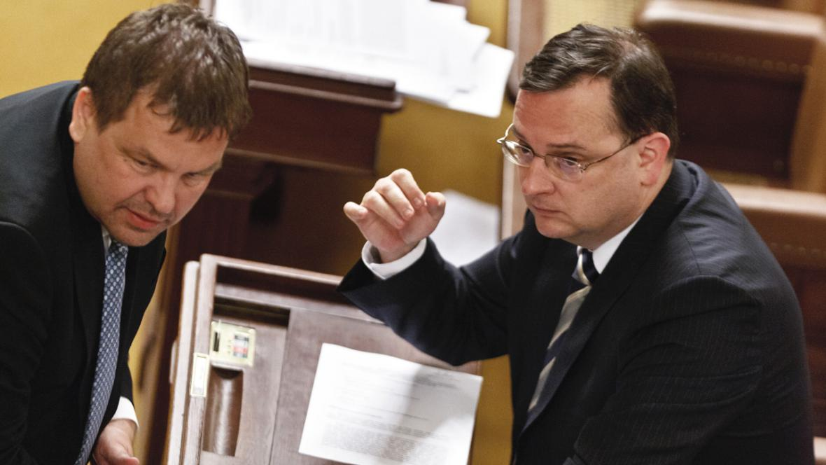 Petr Tluchoř (ODS) a Petr Nečas (ODS) ve sněmovně