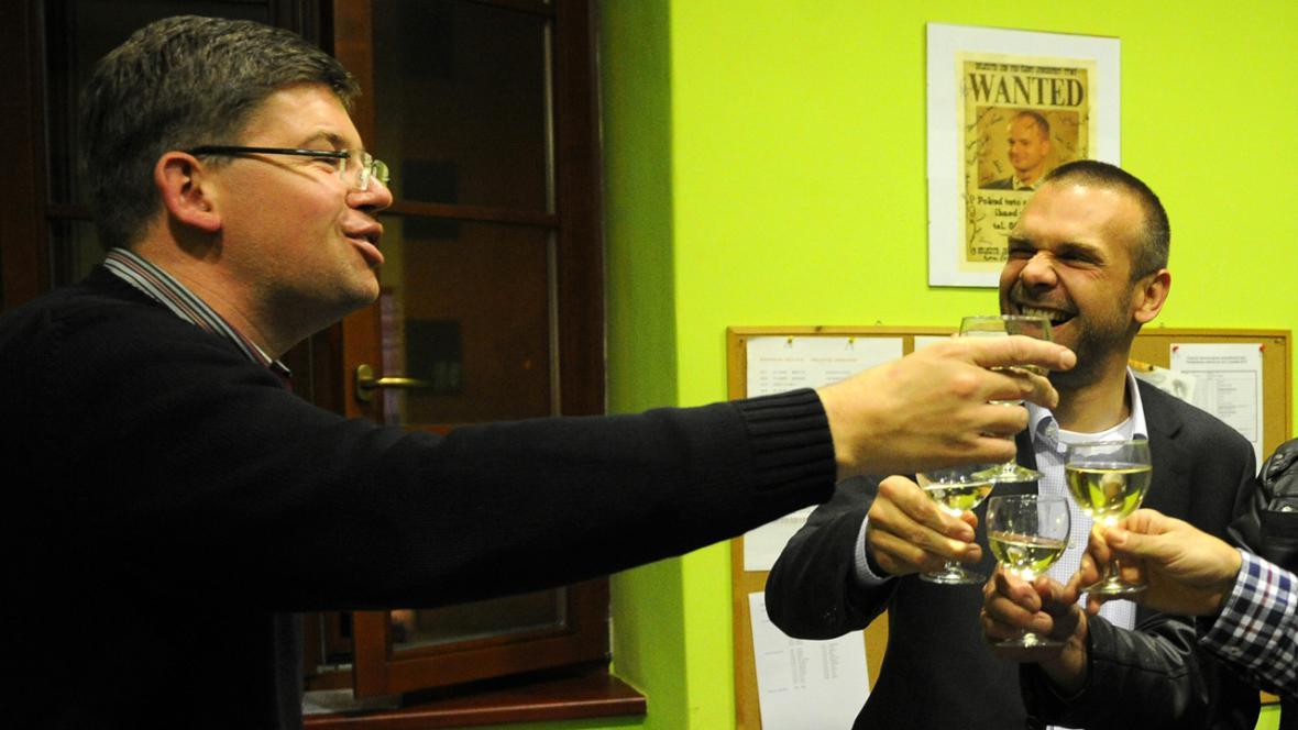 Jiří Pospíšil (ODS) slaví vítězství v Plzeňském kraji