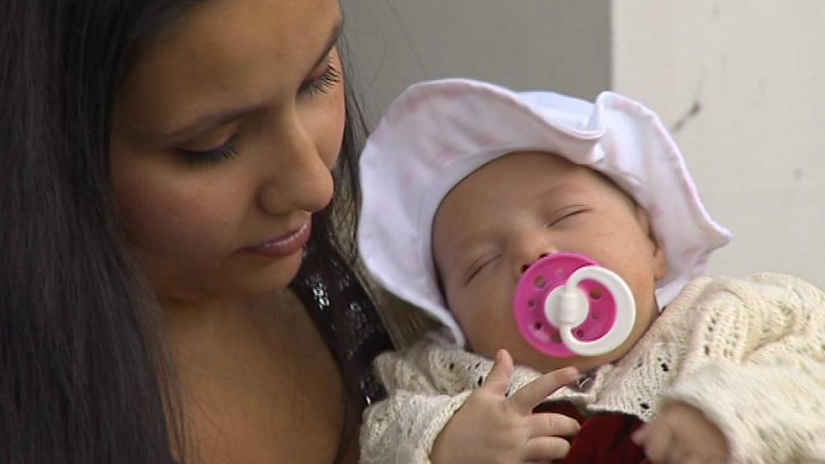 Malá Michala s maminkou Bělou Janovou