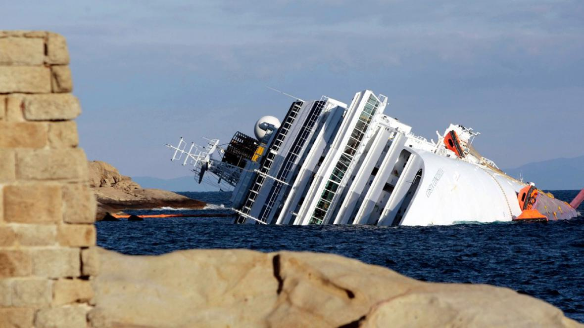 Ztroskotaná loď Costa Concordia