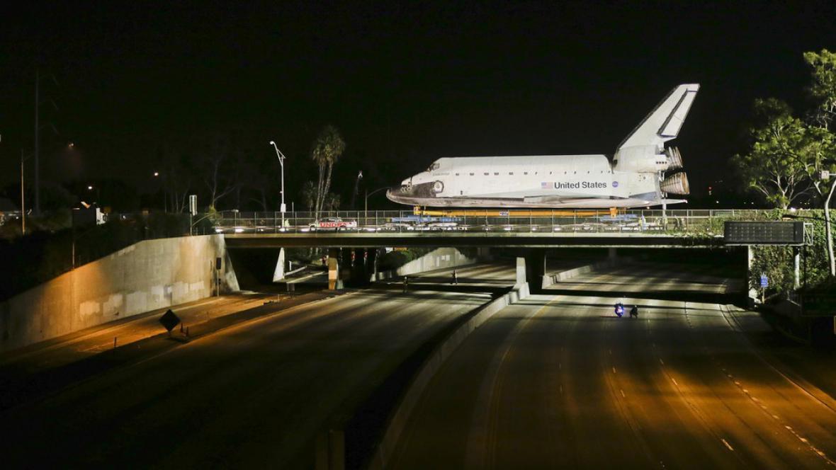 Stěhování raketoplánu do Kalifornského vědeckého střediska