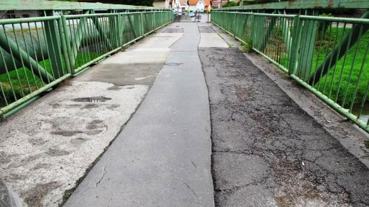 Rozbitý most v Dašicích