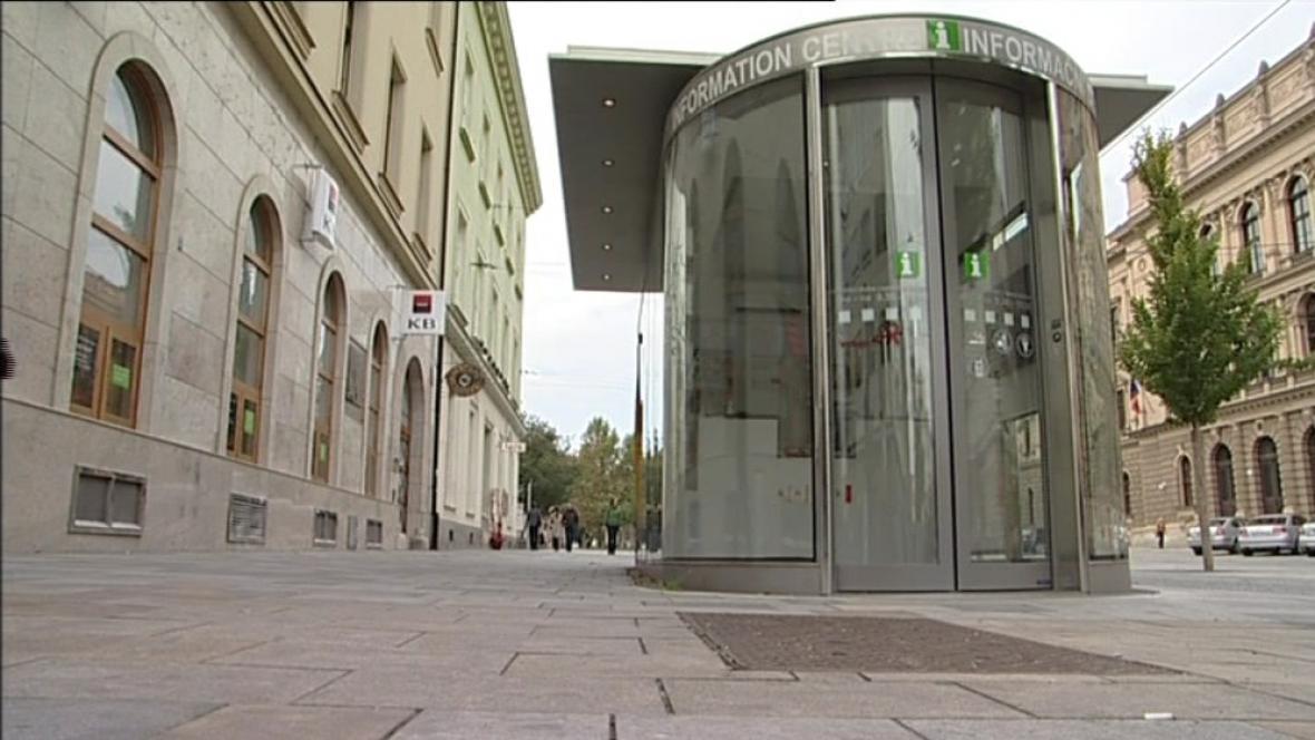 Infostánek na Joštově ulici v Brně