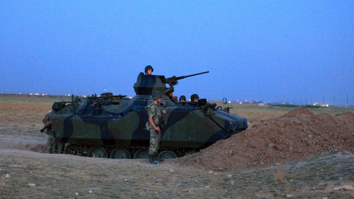Turecká armáda poblíž hranice se Sýrií