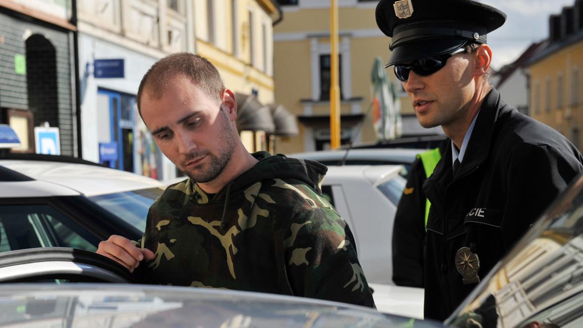 Muž, který kuličkovou pistolí napadl Václava Klause