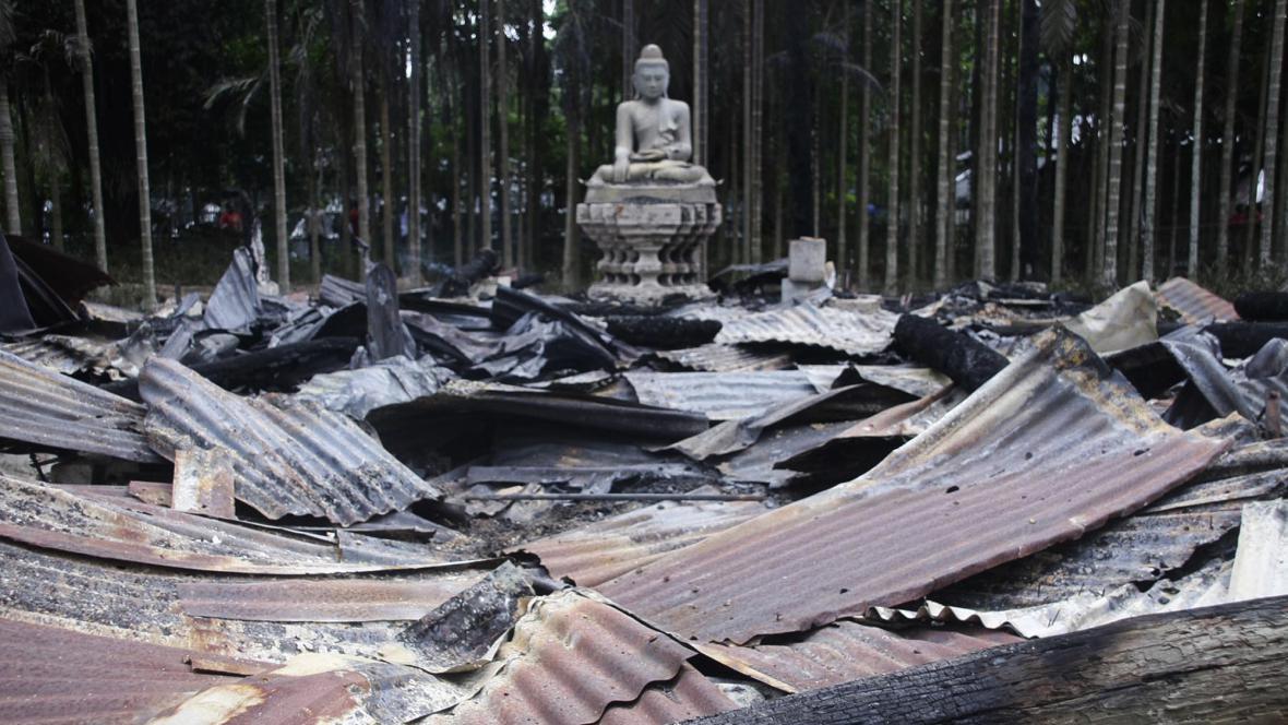 Vypálený buddhistický chrám