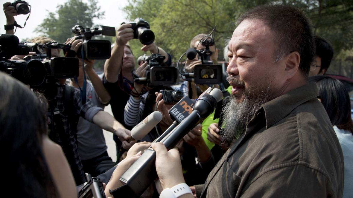 Aj Wej-wej hovoří s novináři