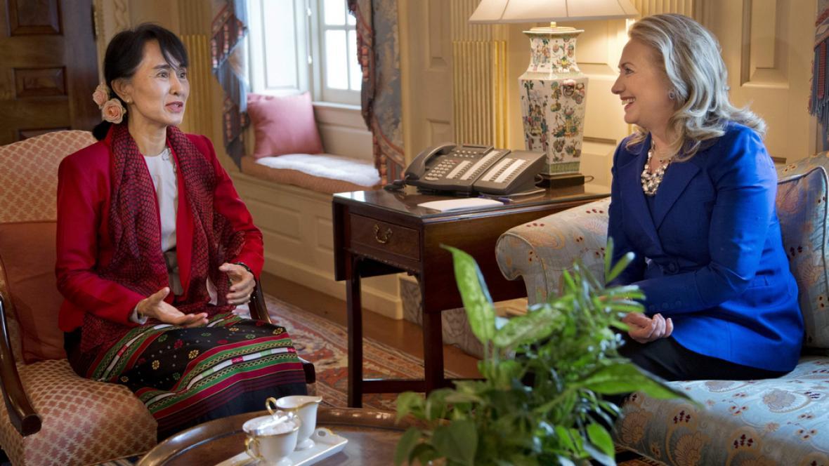 Su Ťij a Hillary Clintonová